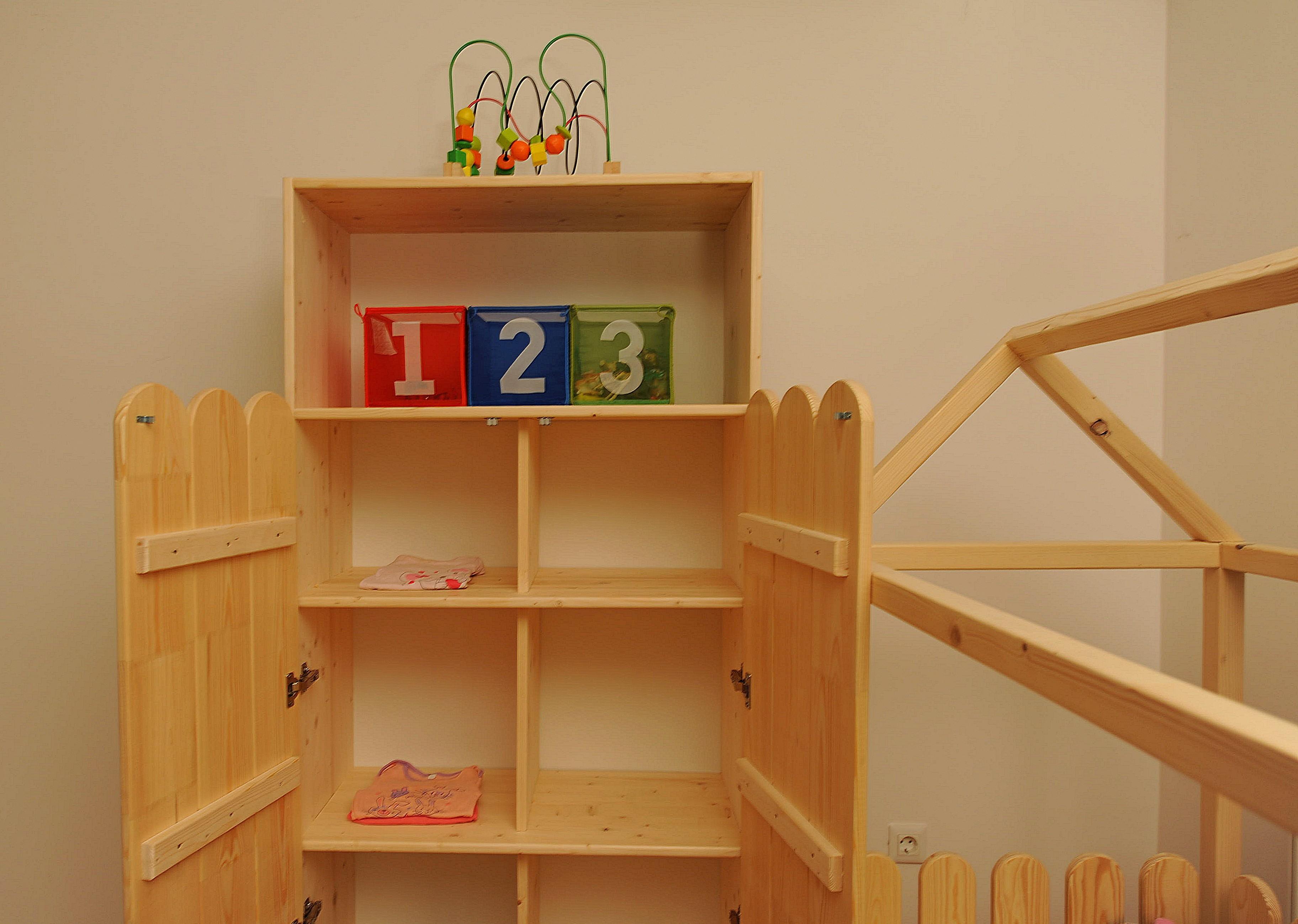 Dulap Montessori 3